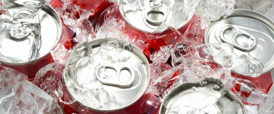 Les ados britanniques boivent 234 cannettes de boissons sucrées par an !