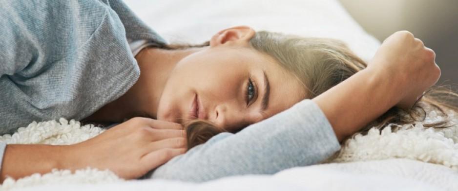 Super Sommeil : pourquoi faut-il dormir sur le côté gauche ? | Santé  WU88