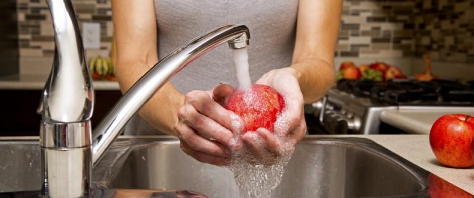 Comment enlever toute trace de pesticides de vos fruits