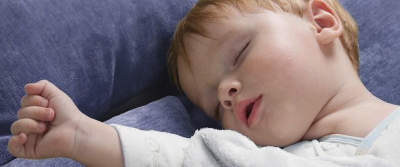 Apnée du sommeil chez l'enfant : les symptômes à surveiller