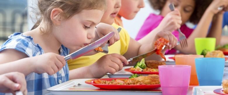 Enfant : les députés européens votent pour plus de fruits, de légumes et de lait à l'école