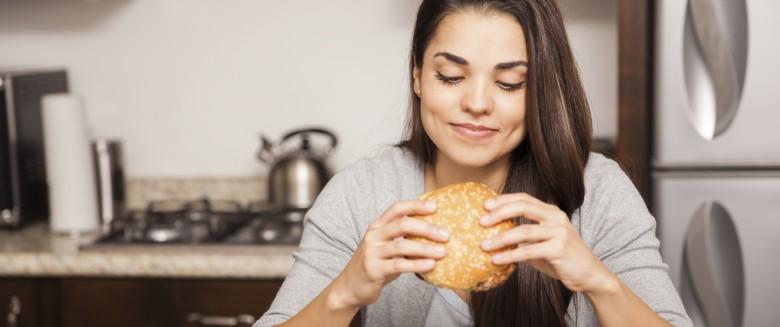 Comment l'alimentation influence notre sommeil