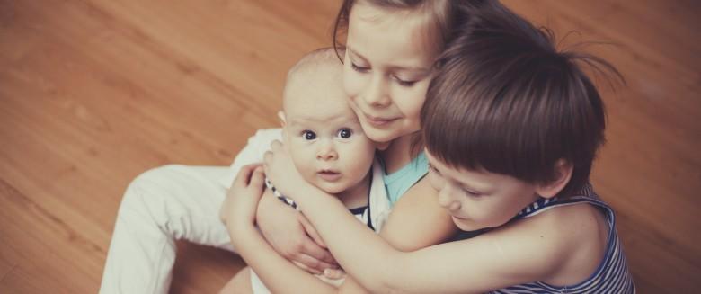3 façons dont nos frères et sœurs influencent notre santé