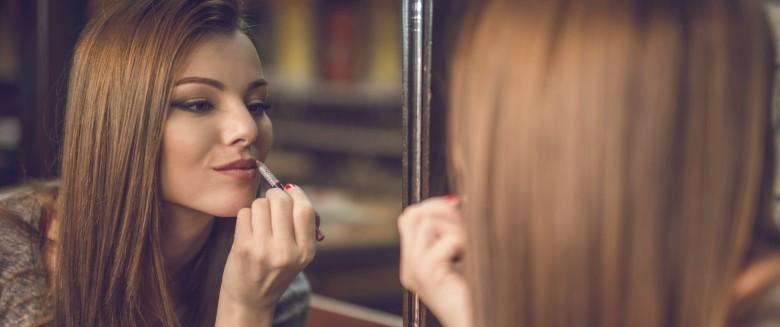 Maquillage : comment avoir l'air dynamique au bureau ?