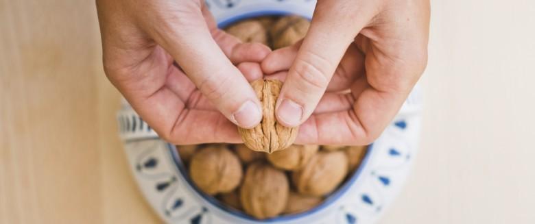 Santé : manger des noix pour améliorer notre alimentation