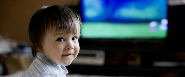 La télé accroît l'envie de manger au fast-food chez l'enfant