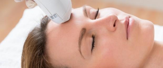 Traiter l'acné au laser, une bonne idée ?