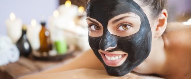 Masque noir : les règles à suivre pour bien choisir ce produit