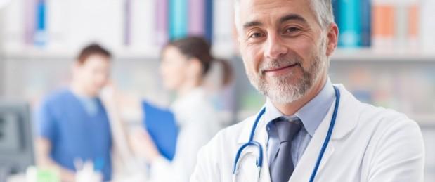 Déserts médicaux, dépassements d'honoraires : faut-il déconventionner certains médecins ?