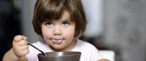 Parents : l'erreur qui peut affecter le poids de votre enfant