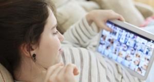 Grâce aux écrans, les jeunes expérimentent les drogues plus tard