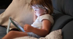 Ecrans : les enfants et ados sont plus sensibles que les adultes
