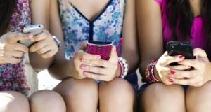 Harcèlement en ligne : interdire internet aux ados n'est pas la solution