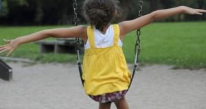 Au square ou dans une aire de jeux, gare aux enfants imprudents !