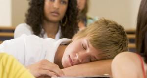 Il manque de motivation à l'école  : comment réagir ?