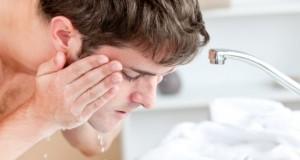 Homme, traitement contre l'acné