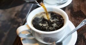 La caféine est-elle vraiment déshydratante ?