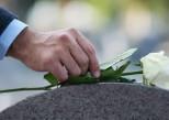 VIH, hépatites : l'interdiction des soins funéraires sera levée en 2018