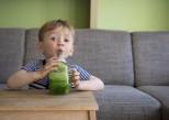 Trop de sucre dans les jus de fruits et les smoothies pour enfants
