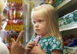 Batman, Minions... plus de mascottes publicitaires pour les aliments peu sains pour enfants ?