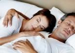 Comment votre partenaire peut vous aider à mieux dormir