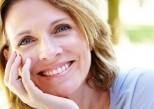Pourquoi sourire nous fait paraître plus vieux ?