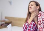 Froid : comment soigner une extinction de voix ?