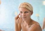 Quels soins pour prévenir les rides autour des yeux ?