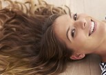 Cheveux trop secs : les soins et les coupes qui les requinquent
