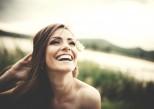 Cheveux gras : quels soins pour qu'ils ne regraissent pas trop vite ?