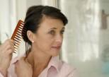 Chute de cheveux : les soins pour stimuler la repousse chez la femme
