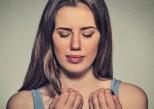 Ongle noirci : comment réagir ?