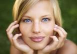 Huit gestes pour effacer la fatigue des yeux et les cernes